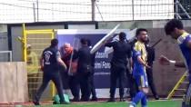 BODRUM KAYMAKAMI - Bodrum'da Futbol Maçı Sırasında Stat Dışında Kavga