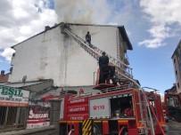 KEMAL MUTLU - Çatıda Çıkan Yangın Korkuya Neden Oldu