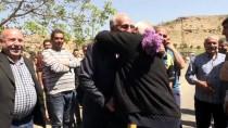 Görev Yaptığı İlçede 26 Yıl Sonra Sevgi Gösterisiyle Karşılandı