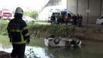 AKARCA - Kocaeli'de Otomobil Dereye Düştü Açıklaması 2 Yaralı