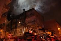 SÖĞÜTLÜÇEŞME - Küçükçekmece'de 3 Katlı Binanın Çatısı Alev Alev Yandı