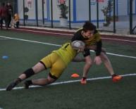 YEDEK OYUNCU - Türkiye Şampiyonu Takım, 10 Yıllık Formalarla Mücadele Ediyor