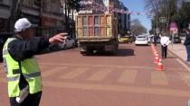 TRAFİK IŞIĞI - Trafik Güvenliği İçin 10 Yıldır Aynı Kavşakta Mesaide