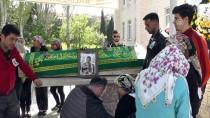 ELEKTRİK TRAFOSU - Ayvalık'ta Trafik Kazasında Ölen 3 Genç Defnedildi
