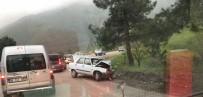 Bursa- Orhaneli Yolunda 3 Aracın Karıştığı Kazada 6 Yaralı