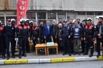 ŞÜPHELİ PAKET - Gazetecilerden Polise Sürpriz