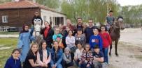 MUSTAFA AKSU - Kaymakam Duru Komediksiyon Tiyatro Ekibiyle Piknik Yaptı