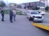 OTOBÜS TERMİNALİ - Otomobiller Kafa Kafaya Çarpıştı Açıklaması 1 Yaralı