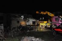 MUTFAK TÜPÜ - Evde Tüp Patladı Açıklaması 1 Ölü, 9 Yaralı