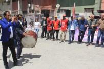 HALK PAZARI - Hakkari'de Halaylı '1 Mayıs' Kutlaması