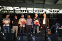 Koray Avcı'dan Fabrikada İşçilere 1 Mayıs Konseri