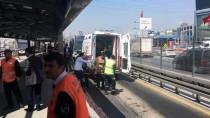 METROBÜS DURAĞI - Metrobüs Yolunda Kaza