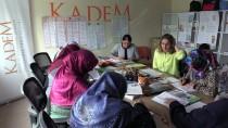 BAYRAKTAROĞLU - Üç Kız Kardeş Azimleriyle 'Okumanın Yaşı Yok' Dedirtti
