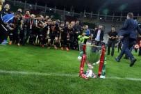 YILDIRIM DEMİRÖREN - Akhisarspor'un Kupasını Bakan Bak Verdi