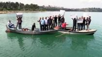 BARAJ GÖLÜ - 'Bici Bici' İşletmecilerinden Sandalda Protesto