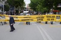 ÇOCUK MECLİSİ - Büyükşehir Kent Konseyi Trafik Farkındalığı İçin Yol Kapattı