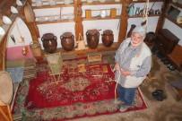 Eski Köy Aletlerinin Maketini Yapıyor