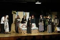 TURGUT ÖZAKMAN - Genç Tiyatrocular Sahnede Devleşti