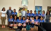 HENTBOL - Hentbolcu Kızlar, Başarılarını Başkan Pamuk İle Paylaştı