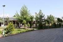 HASTANE BAHÇESİ - Kahta Devlet Hastanesi Bahçesinde Peyzaj Çalışması Yapıldı