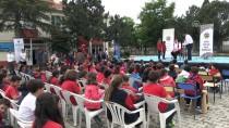 DEVLET TİYATROSU - Köy Okuluna Vakıf Tiyatrosu Gitti