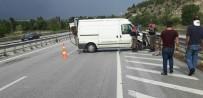 Minibüs Bariyerlere Çarptı Açıklaması 1 Yaralı