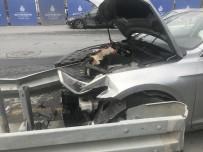MASLAK - (Özel) Motosikletlinin Sıkıştırdığı Otomobil Bariyerlere Ok Gibi Saplandı