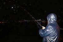 OLTA - Sağanak Yağmur Boğaz'daki Olta Balıkçılarına Yaradı