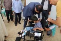 TARIM İŞÇİSİ - Sosyal Medyada Gündeme Gelen Engelli Vatandaşa Yardım Eli