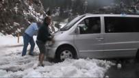 KAR YAĞıŞı - Tatilcilere Kar Sürprizi Açıklaması Yolda Kaldılar
