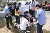ÇETİN EMEÇ - Antalya'da Para Nakil Aracı Yaşlı Kadına Çarptı