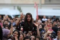 EMRE AYDIN - Nusaybinli Gençler Emre Aydın Konseri İle Coştu
