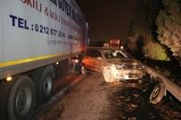 CENAZE ARACI - Tem'de Yol Kenarında Lastik Değiştiren Cipe Tır Çarptı Açıklaması 1 Ölü 1 Yaralı