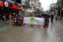 ADAPAZARı KÜLTÜR MERKEZI - Yağmura Rağmen Engellilere Dikkat Etmek İçin Yürüdüler