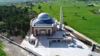 YUSUF ÖZDEMIR - Beyşehir'de Farklı Mimarisiyle Dikkat Çeken Cami Dualarla İbadete Açıldı