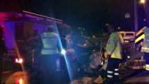 MURAT YıLDıZ - Bursa'da Otomobil Bariyerlere Çarptı Açıklaması 2 Ölü