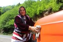 SÜRÜCÜ BELGESİ - Deniz Kazasında Kaybettiği Eşinden Yadigar Kalan Minibüsle 18 Yıldır Dolmuşçuluk Yapıyor