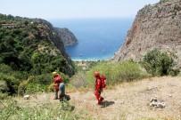 KURTARMA OPERASYONU - Fethiye'de Uçurumda Mahsur Kalan Tatilci Kurtarıldı