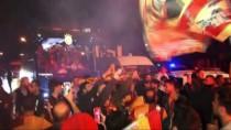 METİN OKTAY - Galatasaray, Şampiyon Gibi Karşılandı