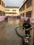 ŞENYURT - Kızıltepe'de Aşırı Yağıştan Kerpiç Ev Çöktü, Okulda Mahsur Kalan Öğrencileri İtfaiye Ekipleri Kurtardı
