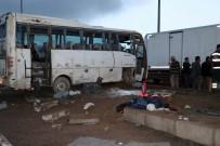 YAĞMURLU - Öğrencileri Taşıyan Minibüs Kazan Yaptı