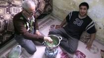 MAHMUT KAÇAR - Yuvadan Geri Aldığı Engelli Oğluna 22 Yıldır Gözü Gibi Bakıyor