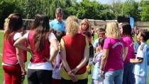 FUTBOL MAÇI - Anneler Çocuklarına Gol Attı
