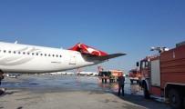 YOLCU UÇAĞI - Asiana Havayolları'na Ait Uçak, Atatürk Havalimanı'nda Park Halindeki Uçağa Çarptı