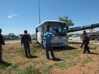 YOLCU MİNİBÜSÜ - Balıkesir'de Yolcu Minibüsünün Kamyonla Çarpışması