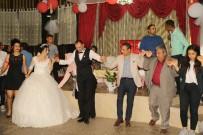 HUZURKENT - Başkan Pamuk, Hakkari Gazisinin Düğününde Halay Çekti