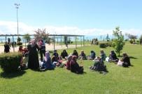 İLAHI - Beyşehir'de Zabıta Görevlilerinden Annelere Karanfilli Kutlama