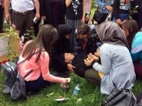 UZMAN ÇAVUŞ - İlk Defa Anneler Günü Etkinliğine Katılan Şehit Muratdağı'nın Annesi Baygınlık Geçirdi