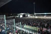 HAVAİ FİŞEK - Isparta Belediyesi 60 Bin Kişiyi Festival Konserinde Buluşturdu