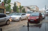 MAHSUR KALDI - Mardin'de Sağanak Yağış Caddeleri Göle Çevirdi